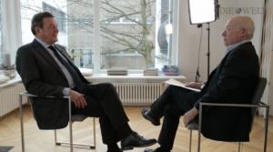Stefan Aust interviewt Gerhard Schröder für WELT Video